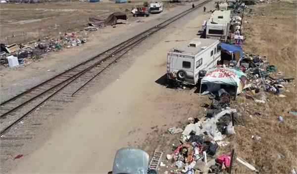 fresno  railway tracks  residential camps  accidents