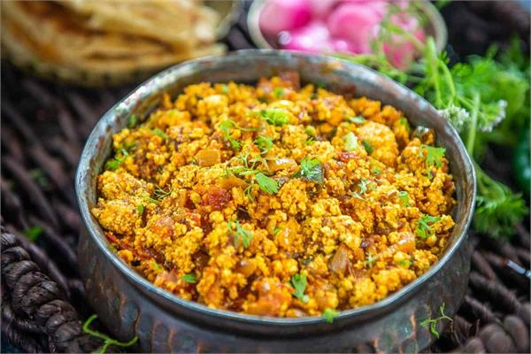cooking tips  make and serve paneer bhurji to guests in the home kitchen