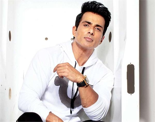 actor sonu sood appeal to the government people age corona vaccine