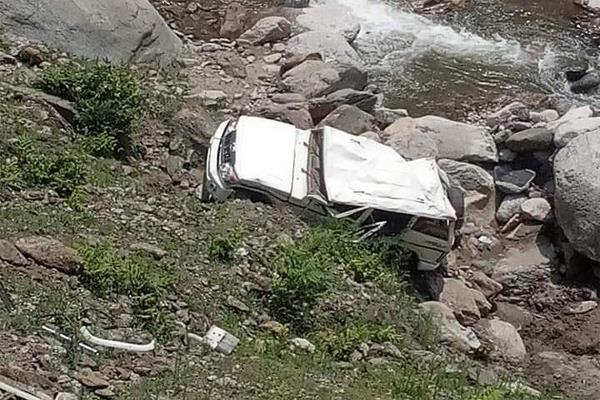 himachal pradesh road accident car gorge couple death