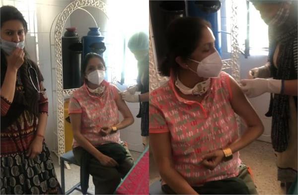 actress nina gupta shared the second dose of corona vaccine  video