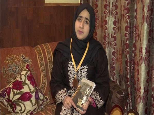soliha shabir adds her name in india  s world records