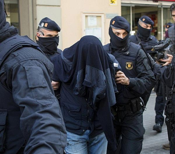 spain 28 year old man killed mother