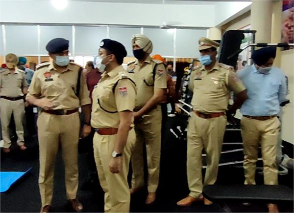 police  employees  gifts