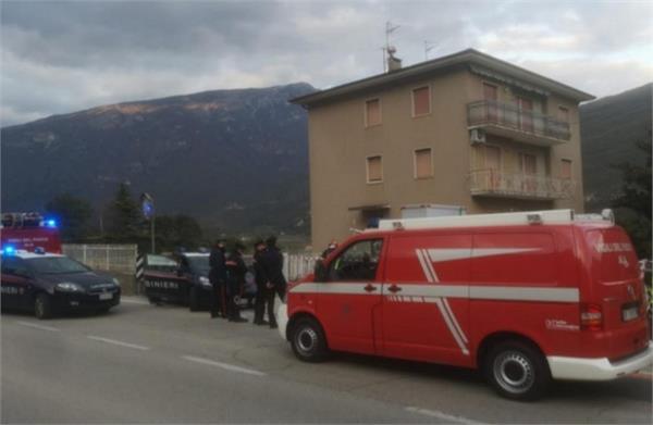 italian police blockade  attack  death