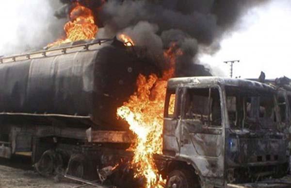 nigeria  oil tanker blast kills 12