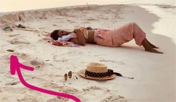 when a crab watched hina khan as she slept on a maldives beach