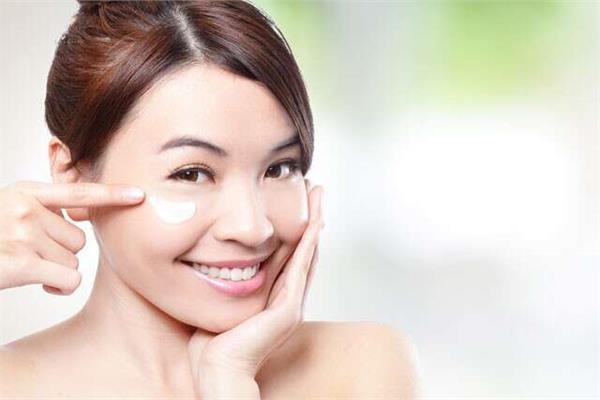 beauty tips aloe vera removes dark spots under the eyes here s how to use it