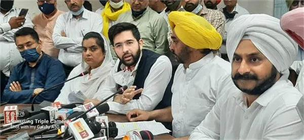 aap leader challenged to captain amarinder
