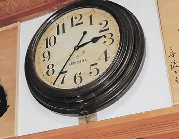 japan clock stopped earthquake restarts