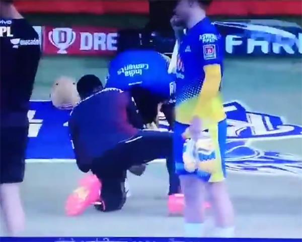 csk vs kkr  the incident between raina and   video