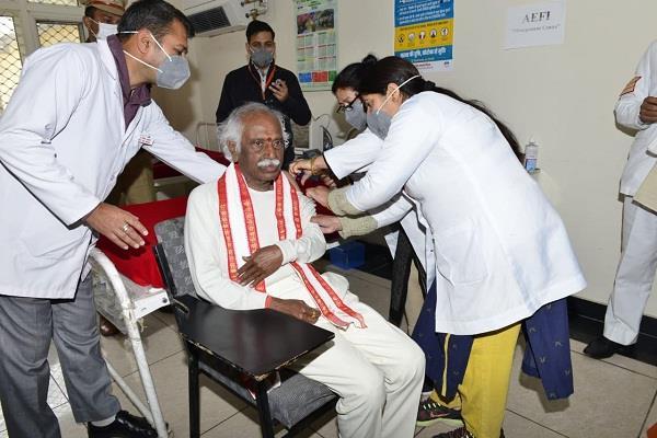 himachal pradesh governor covid 19 vaccine second dose