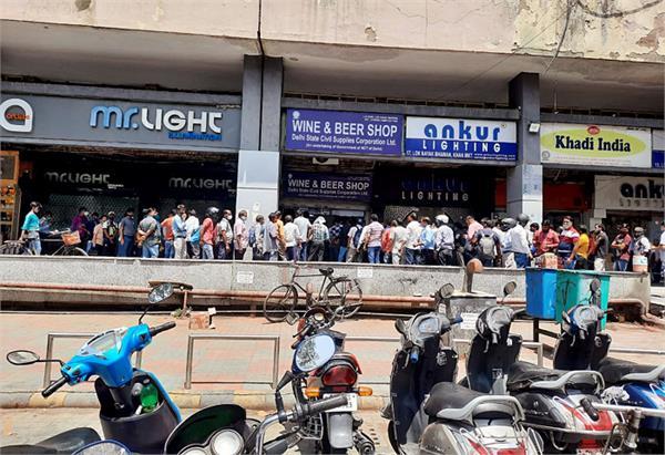 delhi in lockdown queues people outside liquor