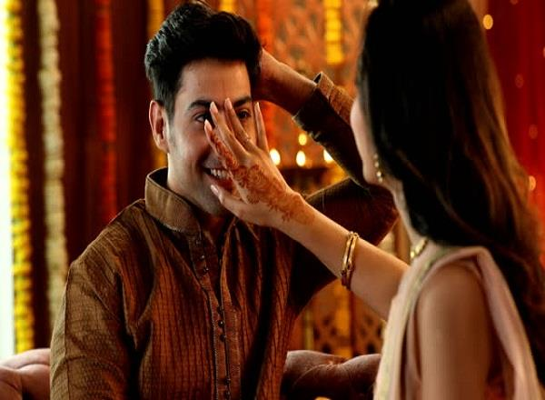 it is very important to use the right finger to apply tilak on the forehead