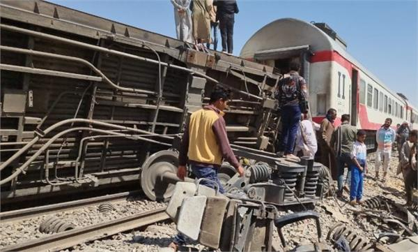train derailed in egypt 15 people injured