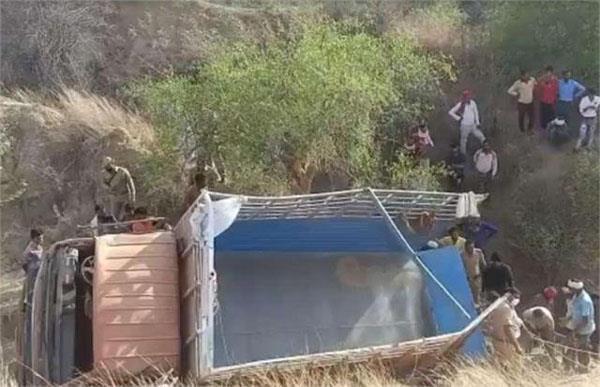 tragic accident in uttar pradesh 10 pilgrims killed as truck overturns