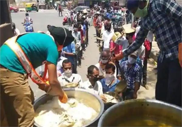 delhi gurdwara committee resumes langar service