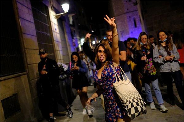 spain s corona people celebrate on the streets