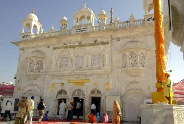 hazur sahib  s announcement  all gold will be donated for medical facilities