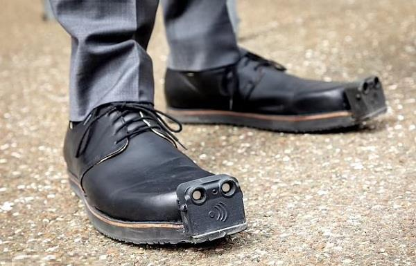 australian scientists blind people special shoes