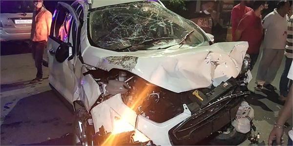 chikchik chowk  2 cars  accident  damage  vehicles