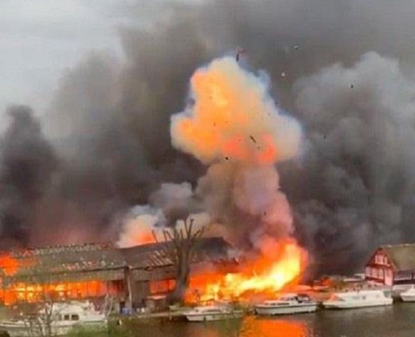 uk  thames river island  terrible fire
