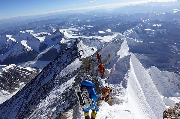 nepal  two foreign mountaineers  death