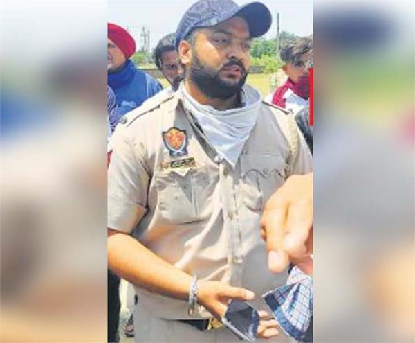punjab police constable mandeep singh snatching