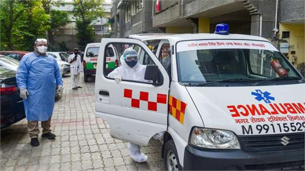 ambulance couple helping covid19 patients and cremating