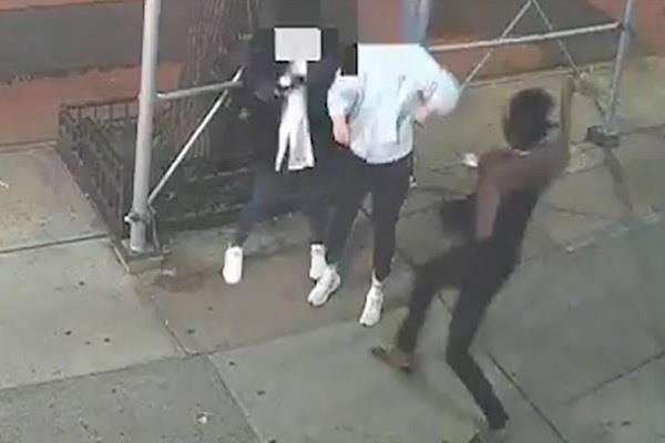 us arrests 1 in new york for attacking asian woman with a hammer