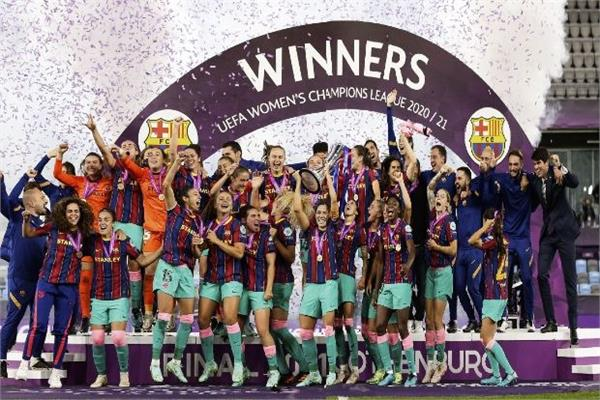 barcelona beat chelsea 4 0 to win wcl title for the first time