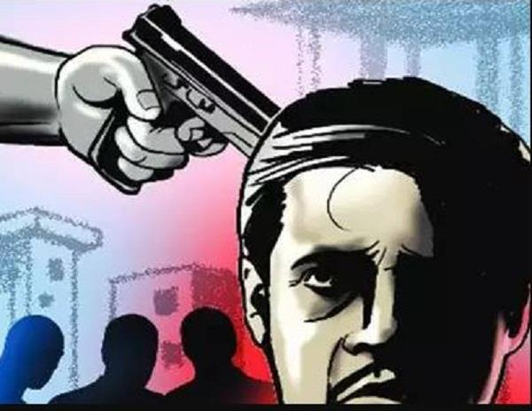 masked men loot rs 2 7 lakh at gunpoint in broad daylight