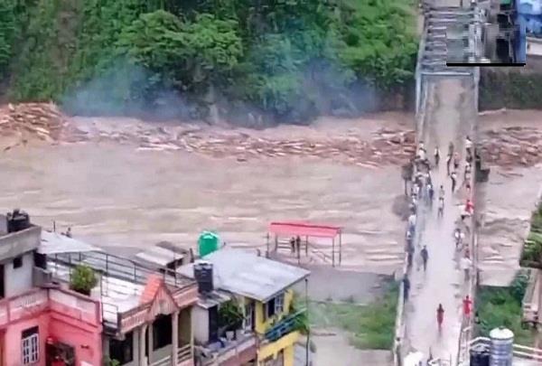 nepal  heavy rains  floods  8 people killed