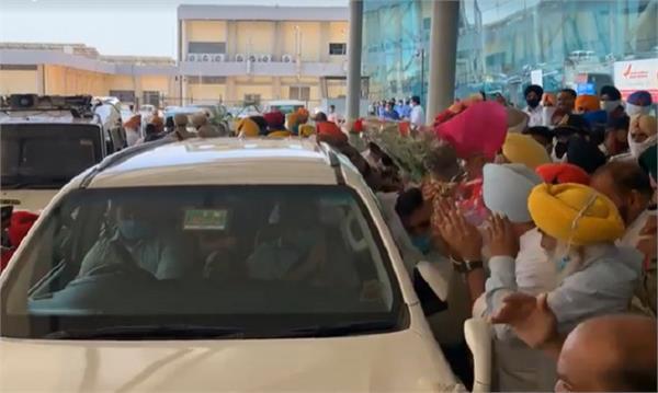 amritsar airport arvind kejriwal