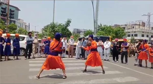 guru nanak mission chowk jalandhar international yoga day sikh gatka