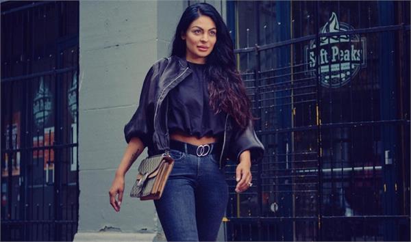 neeru bajwa pics liked by fans