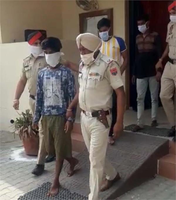 6 drug smuggler arrested with heroin