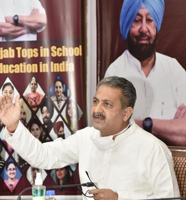 kejriwal govt learns from punjab to implement standard school education