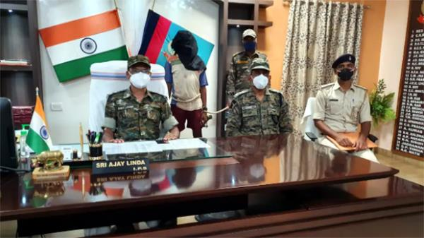jharkhand  three day encounter with maoists  a naxalite arrested