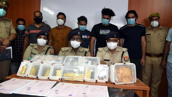 gold and cash worth more than 8 crores recovered in noida