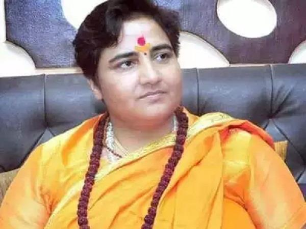 controversy over mp pragya singh thakur getting vaccinated at home