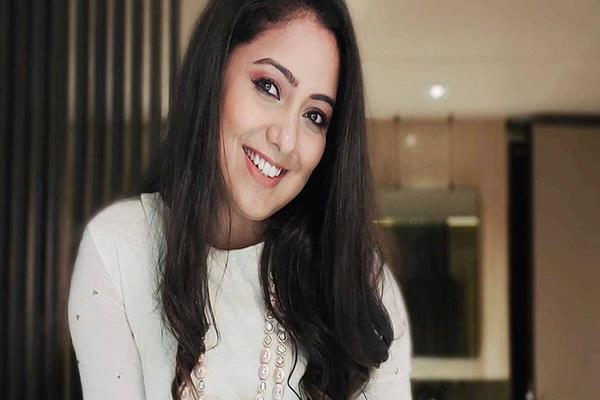 singer harshdeep kaur shared a beautiful picture with her son