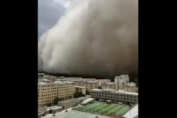 sandstorm in a chinese city 100 meters high dust sheet