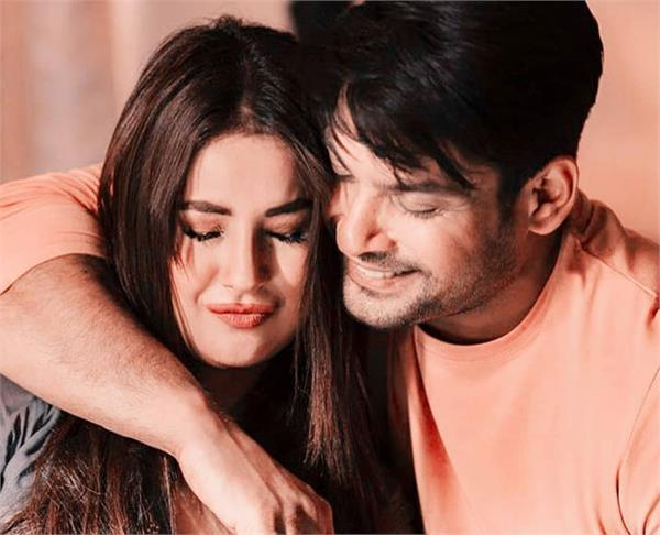 speaking on the news of breakup with shahnaz  sidharth said