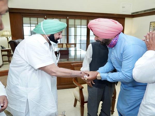 navjot sidhu meeting with captain