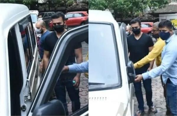raj kundra medical test for the second time after his arrest