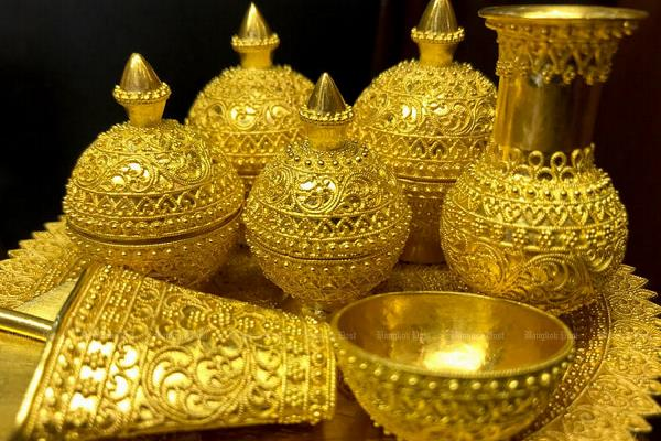 gold falls by rs 264  silver rises slightly