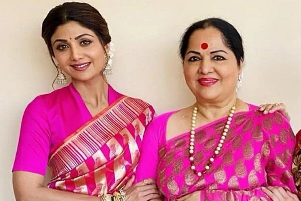 shilpa shetty  s mother sunanda lodged a complaint at the police station