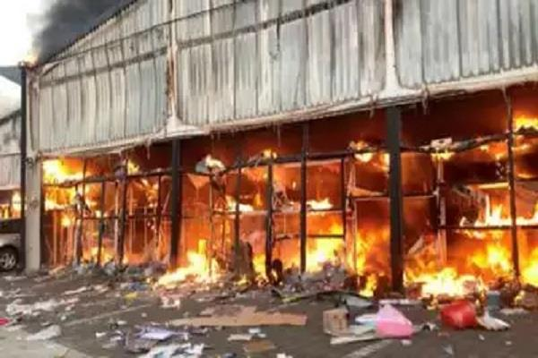 a warehouse fire in china has killed at least 14 people and injured dozens