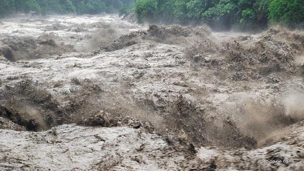 cloudburst in kullu floods houses evacuated